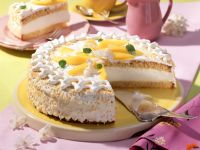 Kokos-Sahne-Torte mit Mangospalten