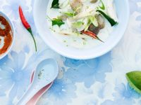 Kokossuppe mit Hähnchen und Pilzen Rezept