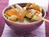 Kokossuppe nach thailändischer Art mit Shrimps und zitronigem Hähnchen-Spieß Rezept