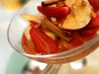 Kompott aus Nektarinen, Pfirsichen und Erdbeeren Rezept