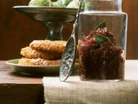 Konfitüre aus roten Zwiebeln mit Sellerieschnitzeln Rezept