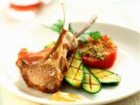 Koteletts vom Lamm mit gegrillten Zucchini und Tomaten Rezept