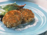Krabbenküchlein mit kleinem Salat Rezept