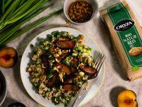 Kräuter-Reis-Salat mit karamellisierten Pflaumen und Walnuss-Dressing