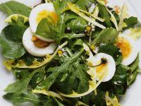 Kräutersalat mit Ei und Senfdressing Rezept