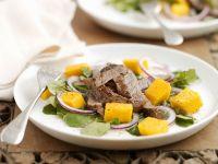 Kräutersalat mit Mango und Steakstreifen Rezept