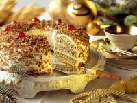 Kranzkuchen mit Mohn und Walnuss