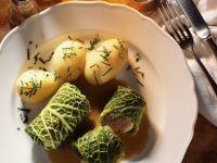 Krautrouladen mit Salzkartoffeln