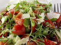 Kresse-Tomaten-Salat mit Saubohnen und Parmesan