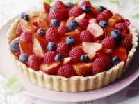 Kuchen mit Sommer-Beeren