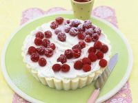 Kuchen mit weißer Schokoeiscreme und Himbeeren Rezept