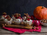Kürbis-Haselnuss-Cupcakes mit Zwetschgen Rezept