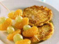 Kürbis-Kartoffelrösti mit Fruchtspieß