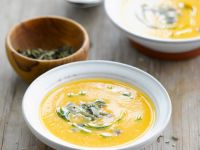 Kürbissuppe mit Blumenkohl und Kernen Rezept