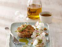 Kurz gebratene Frikadelle von der Lachsforelle dazu Rettichsalat Rezept