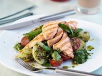 Lachs auf Gemüsesalat Rezept
