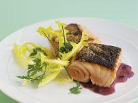 Lachs mit Rotweinsauce Rezept