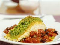 Lachs unter der Pestohaube auf Tomaten-Oliven-Sugo Rezept