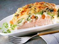 Lachsfilet mit Gemüse überbacken Rezept