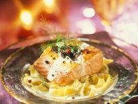 Lachsfilet mit Pasta und Zitrone