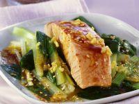 Lachsfilet mit Sesam und grünem Gemüse Rezept