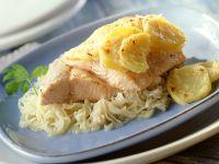 Lachsforelle mit Kartoffeln auf Sauerkraut Rezept