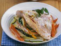 Lachsforelle mit Safransauce auf Gemüse Rezept