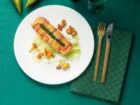 Lachspäcken im Brotmantel mit Gemüse und Pilzen Rezept