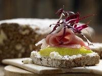 Lachsschinken-Frischkäse-Brote Rezept