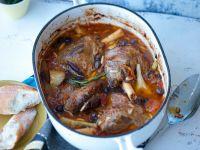Lammhaxen mit Oliven und Artischocken Rezept