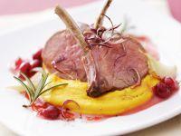 Lammkoteletts mit Püree aus Kürbis und Cranberrysoße Rezept