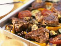 Lammkoteletts mit Tomaten, Paprika und Zucchini Rezept