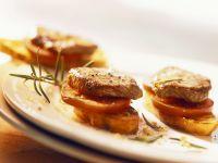 Lammschnitzelchen auf Röstbrot Rezept