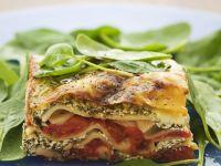 Lasagne mit Ricotta und Gemüse dazu Spinatsalat