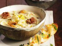 Lauchsuppe mit Käse und Fleischbällchen Rezept