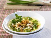 Lauchzwiebelsuppe mit Croutons und Parmesan Rezept