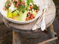 Lauwarmer Lauchsalat mit Tomaten, Eiern und Petersilie Rezept