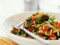 Lauwarmer Reisnudelsalat mit Gemüse Rezept