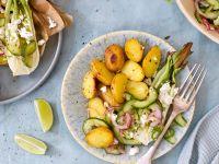 Limetten-Kartoffeln mit Paksoi und Gurken-Salsa