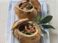 Linsen-Speck-Suppe mit Wurst im Mini-Brot Rezept