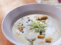Luftige Kartoffelsuppe mit Kräutercroutons Rezept