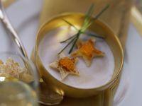Luftige Kartoffelsuppe zu Weihnachten Rezept