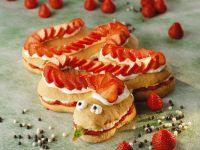 Lustiger Schlangenkuchen mit Erdbeeren Rezept