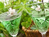 Erfrischender Frühlingsklassiker: Maibowle selber machen