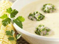Mais-Kartoffelsuppe mit Brätbällchen