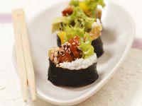 Maki-Sushi mit gebackenem Fisch