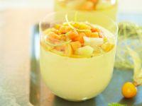 Mangocreme mit Früchten im Glas Rezept