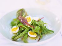 Mangoldsalat mit grünem Spargel und Wachteleiern Rezept