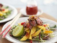Mangosalat mit Reisnudeln und Rindfleisch