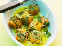 Marinierte Möhren-Zucchiniröllchen Rezept